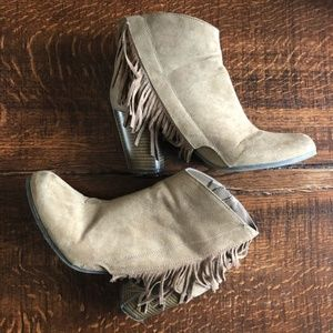 Qupid Fringe taupe faux suede Ankle Booties 10